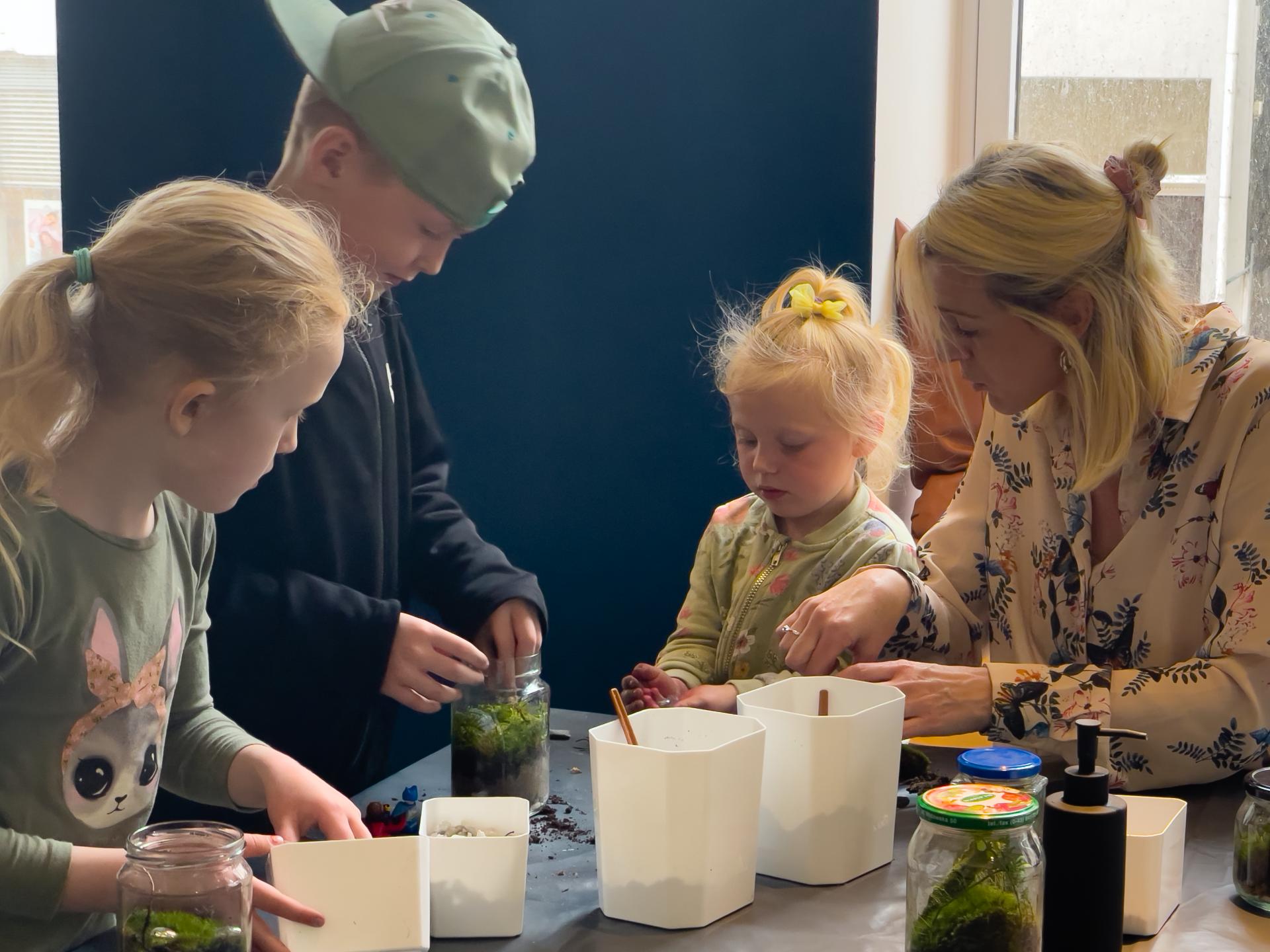 Familieverksted. Sommerferie. Sørlandets Kunstmuseum. Familieaktiviteter. Ferie 2021