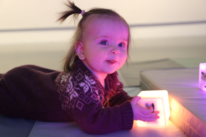 Baby takeover er en aktivitet for familier og barn, med hele Sørlandets kunstmuseum som tumleplass.