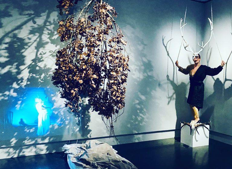 AVLYST! Absence. Performance med Laura B. Vallenes i utstillingen Kunstnermøte