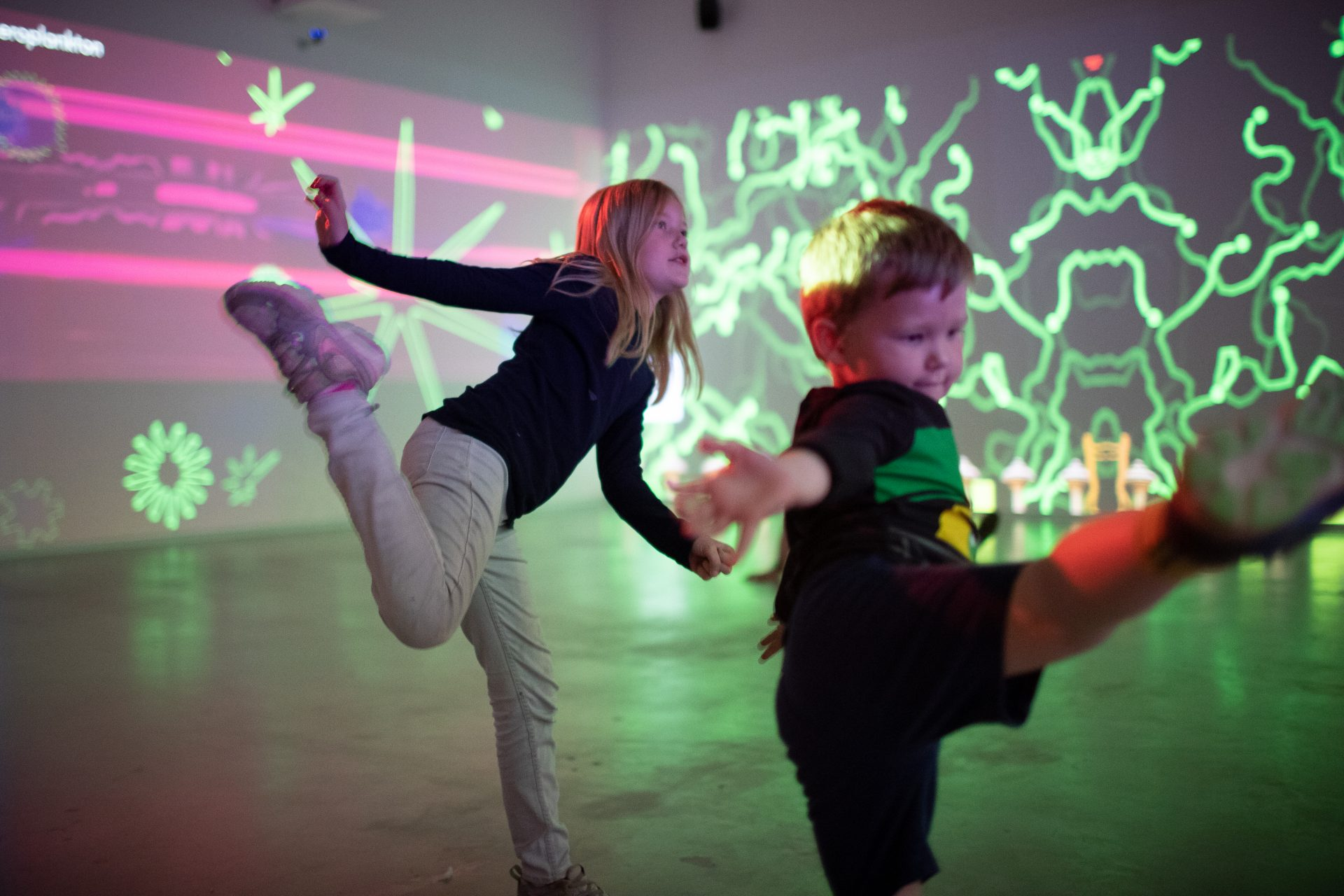 Microworld Kristiansand Sørlandets Kunstmuseum interaktiv familieutstilling. Kvalitetstid med familien! Ferietips for Norgesferie.