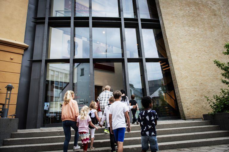 Besøk Sørlandets Kunstmuseum. Åpningstider og priser. Museum i Kristiansand. Aktiviteter for familier, utstillinger, konserter.