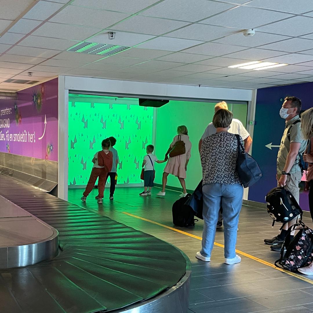 Overrasker turister med interaktiv kunstopplevelse på Kjevik