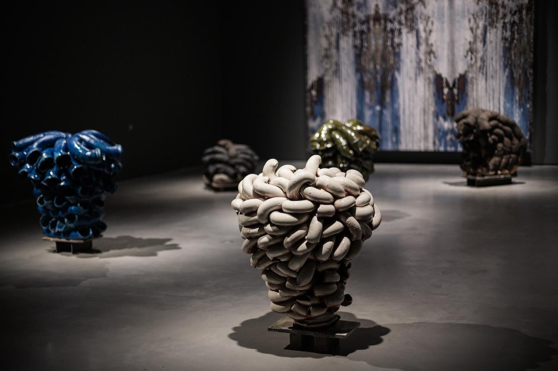 rørskulpturer av Torbjørn Kvasbø i utstillingen Krefter - Dyrdal Kvasbø Tingleff på Sørlandets Kunstmusem 2019 - 2020
