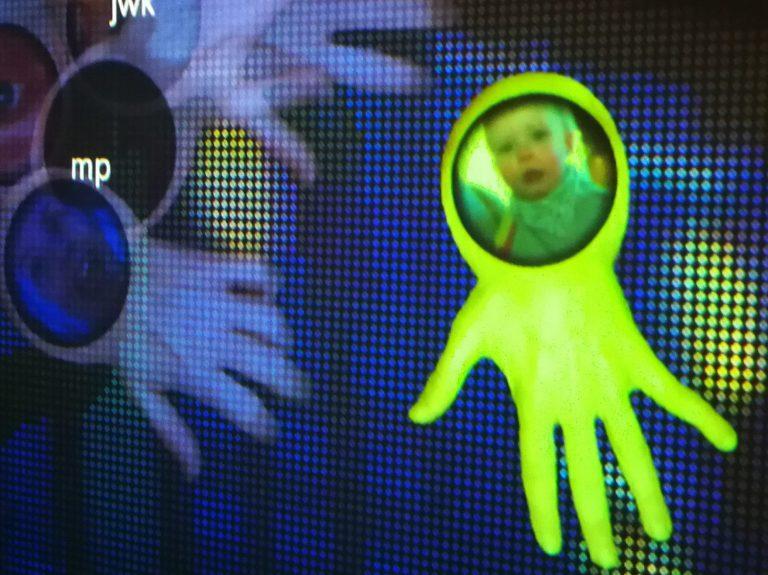 Microworld Kristiansand av Genetic Moo på Sørlandets Kunstmuseum. Sommer 2021. familieaktivitet tilbud for familier i Kristiansand. Norgesferie? Ta med barna og lek.