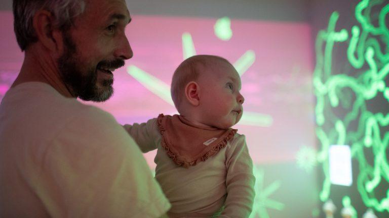 Baby Takeover: Babymassasje og sølefritt maleverksted